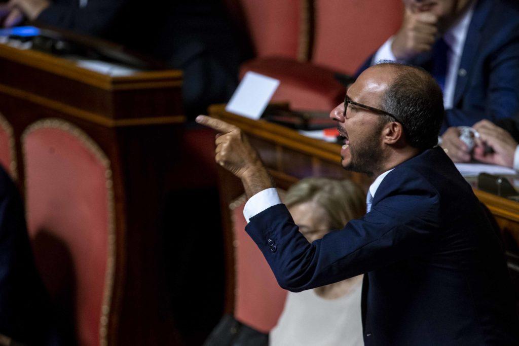 Faraone denuncia Salvini e Musumeci per procurato allarme, abuso d'ufficio e diffamazione. L'esposto depositato alla Procura di Agrigento alle 14:43
